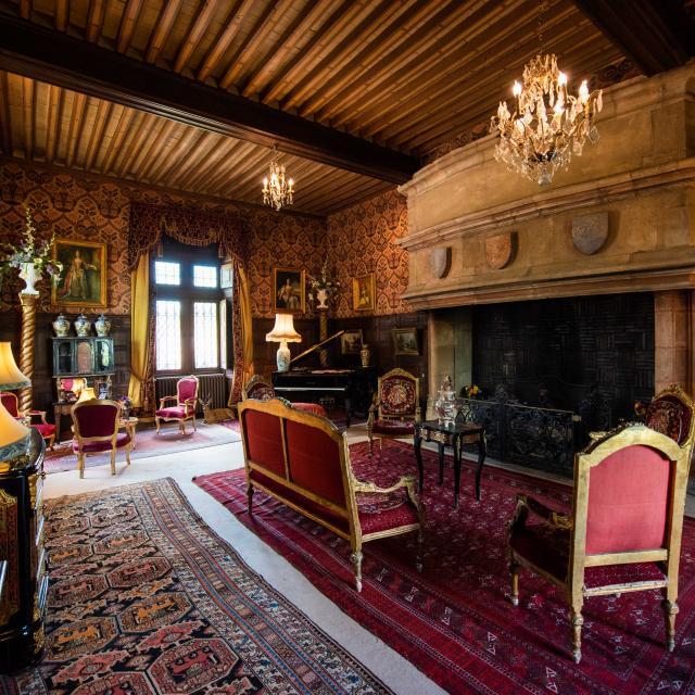 chateau-de-peufeilhoux-vallon-en-sully-05
