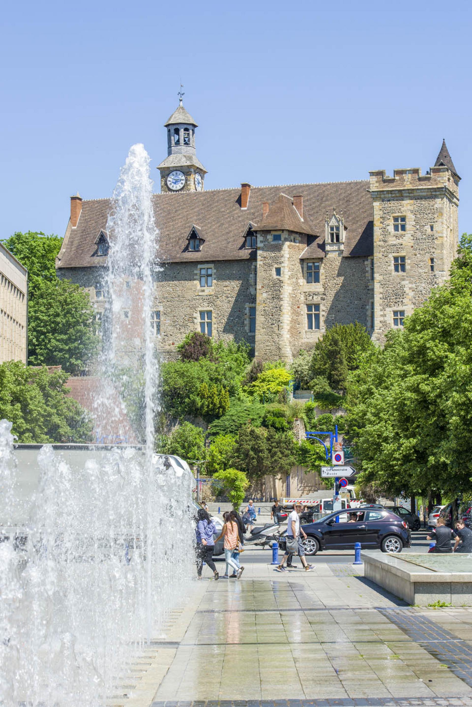 La Cite Medievale De Montlucon Office De Tourisme De Vallee