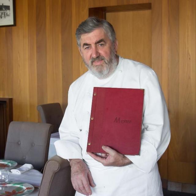 chef-restaurant-le-lion-d-or-estivareilles-01